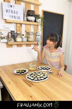 veganes Sushi einfach selber machen #veganesshushi #sushi #vegan #sushiselbermachen #fraujanik #ikea #ikeaschweiz Butcher Block Cutting Board, Ikea, Clean Eating, Veggies, Kitchen, Vegan Sushi, Marinated Tofu, Healthy Desserts, Cucina
