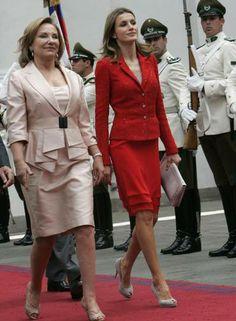 O estilo de Letizia é muito comentado pelos fashionistas espanhóis. Geralmente, a mulher do rei Felipe é bastante elogiada por gostar de alternar peças mais clássicas... Foto: Reuters