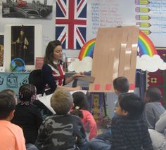 Great idea for demo to 1st grade weavers - Cassie Stephens: In the Art Room: A Day in the Life