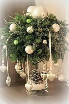 Rustic Greenery Christmas Centerpiece - christmas - Home Lilla Christmas Table Centerpieces, Homemade Christmas Decorations, Christmas Arrangements, Xmas Decorations, Holiday Decor, Centerpiece Ideas, Wedding Centerpieces, Christmas Flowers, All Things Christmas