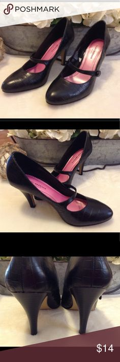 Isaac Mizrahi Leather High Heel Shoes Size 7 1/2 Very cute pair of shoes from Isaac Mizrahi for a Target. These shoes are black leather and have a strap that goes across the top of the foot. Women's size 7 1/2. In good used condition. Isaac Mizrahi Shoes Heels
