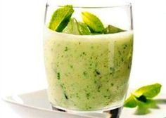 Koude komkommersoep met munt, griekse yoghourt