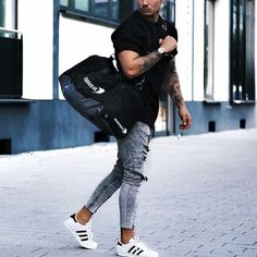 """662 Likes, 6 Comments - Street Style Lounge (@streetstylelounge) on Instagram: """"Follow us @StreetStyleLounge for more street style inspiration! Courtesy of @artur__fit…"""""""