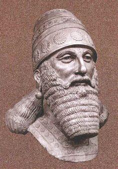 Las estatuas asirias en Museos: Tukulti-Ninurta, el rey asirio 890-884 aC.