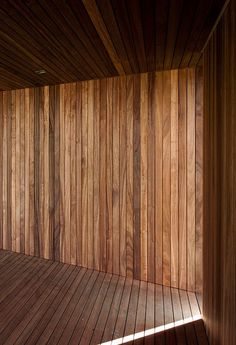 Refuge. Beautiful wood detailing by Belgian architect Tom Lierman. Wood Architecture, Amazing Architecture, Architecture Details, Ceiling Materials, Doors And Floors, Timber Cladding, Wood Detail, Wooden House, Minimalist Interior