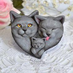 А вот и мое первое трио. Небольшая британская семейка котиков . Котики, брошь. Ручная роспись. Размер 6*6,5 см. В единственном экземпляре.…