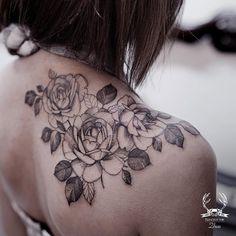 Top flower tattoo on shoulder rose Ideas Back Of Shoulder Tattoo, Shoulder Tattoos For Women, Flower Tattoo Shoulder, Back Tattoo Women, Back Tattoos, Body Art Tattoos, Sleeve Tattoos, Wing Tattoos, Female Tattoos