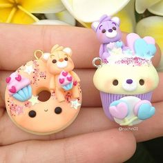 Arts And Crafts Style Furniture Code: 6371481300 Fimo Kawaii, Polymer Clay Kawaii, Fimo Clay, Polymer Clay Charms, Polymer Clay Jewelry, Polymer Clay Cupcake, Polymer Clay Figures, Polymer Clay Miniatures, Polymer Clay Creations