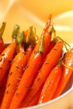 I love making glazed carrots, times when I don't want to fire up my oven or stovetop to cook them. There's a quick and easy way to make them in the microwave. Are Carrots Healthy, Cooked Carrots, Glazed Carrots, Carrot Recipes, Vegetable Recipes, New Recipes, How To Store Carrots, Caprese Salad Recipe, Quick Side Dishes