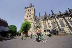 Am Niederrhein kann man an über 50 Stationen Räder ausleihen und sogar an einer anderen Station wieder zurückgeben. Perfekt durchdacht!