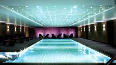In London, Brentford, there is a Pool like this at the Kalima Spa within the Hilton Syon Park Hotel. Is this a delight or fabulous? Hotel Swimming Pool, Hotel Pool, Park Hotel, Hotel Spa, Indoor Swimming, Astoria Hotel, Spa Breaks, Waldorf Astoria, Relaxation Room
