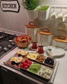 Hayırlı sahurlar🤗♥️🙏🏻 Bambu kapaklı saklama kavanozlarım👉🏻 @firsatlardunyasi Breakfast Presentation, Food Presentation, Breakfast Platter, Breakfast Recipes, Brunch Mesa, Turkish Breakfast, Food Platters, Food Decoration, Turkish Recipes