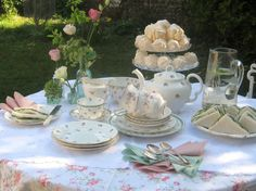 Carolyn Gray Design and Style put together this gorgeous summer tea party shoot featuring MYdrap napkins