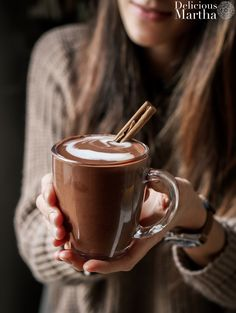 chocolate caliente espeso Chocolate House, Cacao Chocolate, I Love Chocolate, Chocolate Coffee, Healthy Breakfast Recipes, Healthy Drinks, Chocolates, Sweet Lord, Brunch