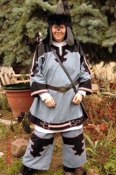 Interpretation Gewand Skythe, Borten und Stickerei handgefertigt Interpretation costume Scyth, braid and embroidery handmade