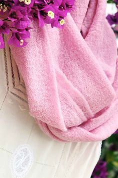 Designed in a plain fine stitch pink color. Made of 100% Baby Alpaca.