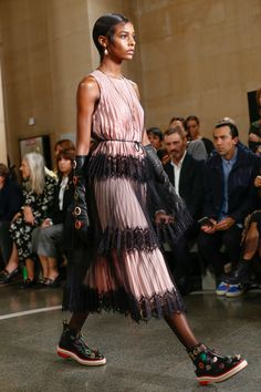Christopher Kane Spring 2017 Ready-to-Wear Atmosphere and Candid Photos - Vogue