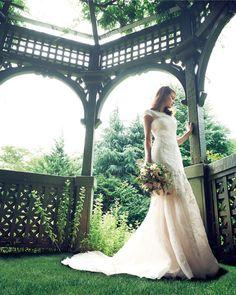 上品&エレガントな花嫁に! 人気SHOPのウエディング・ドレス8着|ノバレーゼ 銀座
