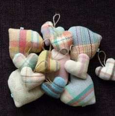 Cute blanket hearts in vintage Welsh blanket materials Scrap Fabric Projects, Fabric Scraps, Sewing Projects, Felt Projects, Wool Fabric, Sewing Ideas, Welsh Blanket, Wool Blanket, Cute Blankets