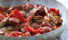 Το σπεντζοφάι είναι πατροπαράδοτη σπεσιαλιτέ του Πηλίου. Το μυστικό της επιτυχίας της συνταγής είναι το καλό ελληνικό χωριάτικο λουκάνικο που εύκολα βρίσκει κανείς τώρα στην αγορά.