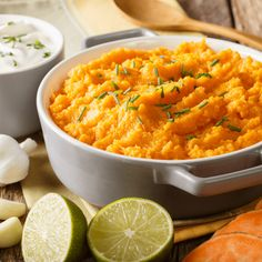 The best side dish with two of my favorite ingredients! Purée with potatoes and sweet potatoes! This side dish of mashed potatoes is perfect with fish and meat fillets or with vegan steaks and burgers. Very easy to make and delicious to taste! #mashedpotatoesrecipe #mashedpotato #recipe #sidedishrecipes #sidedishideas #potatoes #thesmashedpotato Best Mashed Potatoes, Mashed Potato Recipes, Best Side Dishes, Side Dish Recipes, Vegetarian Cheese, Vegetarian Recipes, Fish And Meat, Caramelized Onions, Steaks