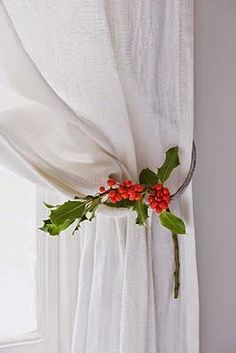 Decorate the curtains in Christmas style - Page 4 Christmas Style, Noel Christmas, Christmas Fashion, Green Christmas, Country Christmas, Christmas And New Year, Winter Christmas, All Things Christmas, Christmas Crafts