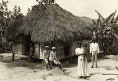 Típica casa del puertorriqueño trabajador a finales del Siglo 19. Tipical Puertorrican Home at the end of 19 century.