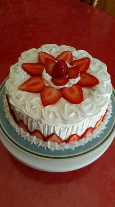 Pretty Birthday Cakes, Baby Birthday Cakes, Pretty Cakes, Strawberry Birthday Cake, Strawberry Cake Recipes, Easy Cake Recipes, Frosting Recipes, Dessert Recipes, Cake Decorating Piping