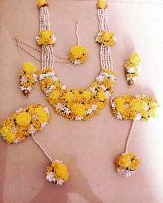 New Pics Bridal Flowers jewellery Popular Carry serious amounts of figure out what that suits you, as well as find out the goals termed, when Indian Wedding Jewelry, Bridal Jewelry, Indian Bridal, Hair Jewelry, Flower Jewellery For Mehndi, Flower Jewelry, Lehenga Jewellery, Flower Tiara, Flower Ornaments