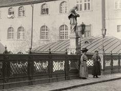 Emléktáblák versenye. Magyar nyelvűek voltak a Mihály-kapuhoz vezető híd feliratai - Pozsonyi Kifli Bratislava, Louvre, Building, Travel, Viajes, Buildings, Destinations, Traveling, Trips