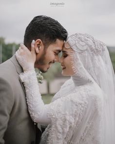 Best Ideas For Style Simple Lace Detail Muslim Wedding Gown, Muslimah Wedding Dress, Muslim Wedding Dresses, Hijab Bride, Wedding Hijab, Wedding Attire, Muslim Brides, Muslim Couple Photography, Wedding Photography Poses