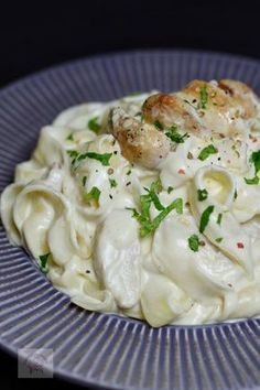 Paste cu pui si sos Alfredo - Another! Easy Cooking, Cooking Recipes, Baby Food Recipes, Healthy Recipes, Creamy Pasta Recipes, Romanian Food, Desert Recipes, Love Food, Food Porn
