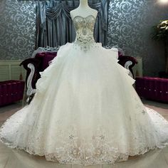 Cathedral Train Wedding Dresses Luxury Crystal Beaded Sweetheart Bling Bling Ball Gown Wedding Gown