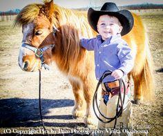 Little cowboy and pony so cute! Little Cowboy, Cowboy Up, Cowboy And Cowgirl, Cowboy Baby, Camo Baby, Poney Miniature, Miniature Ponies, Beautiful Children, Beautiful Horses