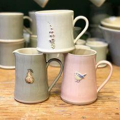 What's your favourite combo of Hogben Pottery? Pretty Mugs, Cute Mugs, Cute Coffee Mugs, Ceramic Pottery, Ceramic Art, Painted Mugs, Posca, Pottery Painting, Beautiful Kitchens