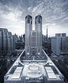 Wonder Monthl Photo - 東京都庁(東京・新宿) Tokyo Government buildings, Shinjuku, Tokyo, Japan ***NOTE: backgrou... 406782534379885
