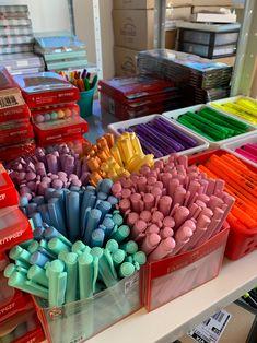 Cute School Stationary, Stationary Store, Projekt Mc2, Craft Closet Organization, Makeup Kit For Kids, Art Supplies Storage, Cool School Supplies, Art And Craft Materials, Bullet Journal Lettering Ideas