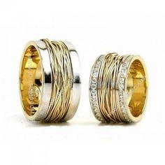 Detalhes do Produto: Par de alianças de casamento, ouro e noivado em ouro branco e amarelo 18k 750 Pedras: 80 diamantes 0,80 pontos na aliança feminina Classificação: P1 - cor j ou k Modelo: Alianças de casamento diamantes quadradas maciças Largura: 11mm x 2,1 altura Peso Médio: 48,0grs Acabamento: Alianças de casamento 18k polido Detalhe Wedding Band Sets, Gold Wedding Rings, Wedding Jewelry, Gold Rings, Couple Ring Design, Engagement Ring For Him, Jewelry Rings, Jewelery, Couple Jewelry
