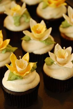 A Little Something Sweet: Daffodil Cupcakes