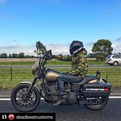 #Repost @deadbeatcustoms @therealroyoliver rolling into the weekend. #harley #harleydavidson #dyna