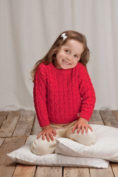 Punaisessa KISU-neulepuserossa( 55eur)  on sama neulos kuin TIPU-jakussa /KISU-pullover has the same cableknit as TIPU-jacket. www.anne.fi #organiccotton #childrensknitwear #lastenneulepuserot #organic #ecological