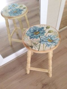 Hand Painted Chairs, Hand Painted Furniture, Refurbished Furniture, Paint Furniture, Repurposed Furniture, Furniture Projects, Furniture Makeover, Decoupage Furniture, Furniture Restoration