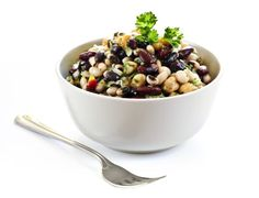 Learn how to make and prepare the recipe for Greek style summer bean salad. Greek Salad Recipes, Bean Salad Recipes, Healthy Eating Recipes, Dog Food Recipes, Vegetarian Recipes, Dinner Recipes, Fiber Diet, High Fiber Foods, Natural Health Magazine