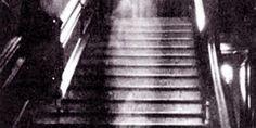 La escalofriante historia del fantasma de la escalera: La dama de marrón de Raynham Hall…