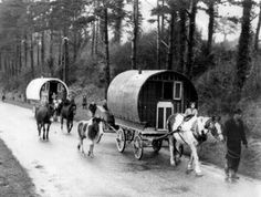 An image of Irish Travellers on the move