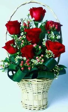 Foto Valentine's Day Flower Arrangements, Rosen Arrangements, Beautiful Rose Flowers, Exotic Flowers, Cemetery Flowers, Good Morning Flowers, Valentines Flowers, Victorian Flowers, Funeral Flowers
