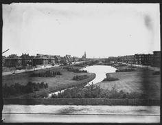 1930, de Beek met links de Sportlaan en rechts de Segbroeklaan. Op de achtergrond de R.K.kerk van het Allerheiligste Sacrament aan de Sportlaan. 0865b194-cc74-4413-ac52-eab01651c034.jpg