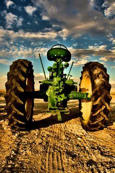 https://flic.kr/p/oF9Hgm | Old Deere | John Deere tractor