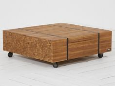 ROUGH-R lounge tuintafel met wiel 110x110x38cm Old Teak van ROUGH Furniture