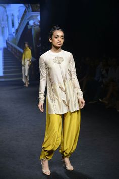 Order contact my whatsapp number 7874133176 Lakme Fashion Week, India Fashion, Fashion Wear, Fashion Pants, Boho Fashion, Pakistani Dresses, Indian Dresses, Indian Outfits, Kurta Designs Women
